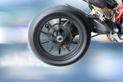 Teste a rotação da roda de um pneu da motocicleta imagem de stock royalty free