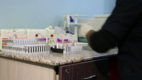 Testende bloedmonsters stock video