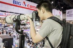Testende camera en tele len Stock Foto's