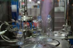 Testende de verpakkingsmachine van de Waterfles royalty-vrije stock afbeelding