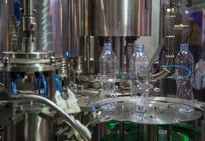 Testende de verpakkingsmachine van de Waterfles stock fotografie