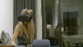 Testende nieuwe technologie?n stock video