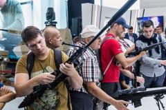 testes de armas modernas e de armamentos fotografia de stock
