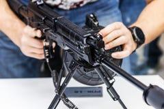 Testes de armas modernas e de armamentos em mil. internacional fotos de stock royalty free