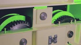 Testes de um sistema de caminhão verde brandnew do guindaste da carga video estoque