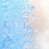Testes padrões abstratos do gelo do inverno na janela, fundo do Natal, cl Foto de Stock Royalty Free