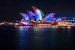 Testes padrões abstratos na mostra clara vívida no teatro da ópera em Sydney Fotos de Stock Royalty Free