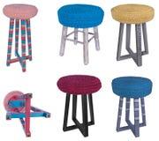 Testes padrões coloridos de madeira do tamborete feito a mão Assentos multicoloridos de Imagens de Stock