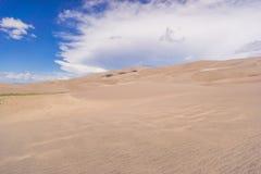 Testes padrões do vento na areia Fotos de Stock