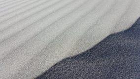Testes padrões e linhas de repetição bonitos da areia branca fotos de stock royalty free