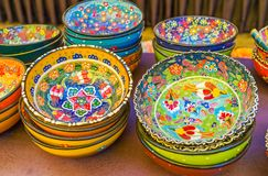 Testes padrões florais do dishware turco, Antalya foto de stock