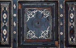 Testes padrões florais do otomano na madeira Imagens de Stock Royalty Free