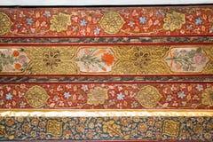 Testes padrões florais do otomano na madeira Imagens de Stock