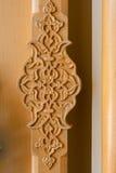 Testes padrões florais do otomano na madeira Fotos de Stock Royalty Free