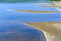 Testes padrões, goivaduras em dunas de areia, sulcos e ilha foto de stock royalty free