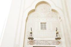 Testes padrões islâmicos da arte em uma parede da mesquita Imagem de Stock