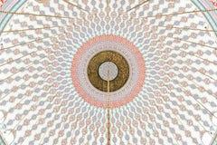 Testes padrões islâmicos em uma abóbada da mesquita Fotografia de Stock