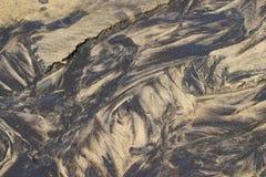 Testes padrões da areia em um rivulet Imagens de Stock