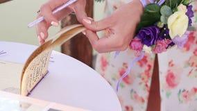 Testimone di voti di nozze della firma video d archivio