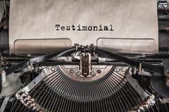 Testimonial wiadomość pisać na maszynie na starym rocznika maszyna do pisania z bliska zdjęcie stock