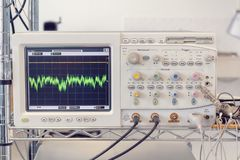 Free Testing Equipment - Wave Analyzer Osciloscop Stock Photography - 135396922
