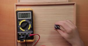 9 volt battery cell voltage checking