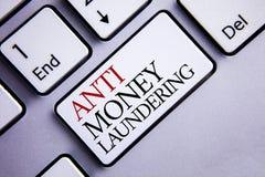 Testo anti Monay Laundring di scrittura di parola Il concetto di affari per entrare proietta andare via i soldi sporchi e pulirlo fotografie stock