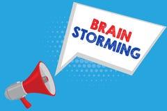 Testo Brain Storming della scrittura Significato di concetto che stimola discussione nuova di sviluppo di idee di pensiero creati Royalty Illustrazione gratis