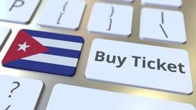 Testo del BIGLIETTO dell'AFFARE e bandiera di Cuba sui bottoni sulla tastiera di computer Il viaggio ha collegato l'animazione co stock footage