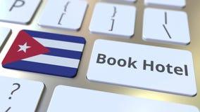 Testo dell'hotel del libro e bandiera di Cuba sui bottoni sulla tastiera di computer Il viaggio ha collegato l'animazione concett royalty illustrazione gratis