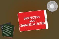 Testo della scrittura che scrive innovazione e commercializzazione Significato di concetto che introduce un nuovo prodotto nella  illustrazione di stock