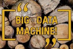Testo della scrittura che scrive la macchina di Big Data Il significato di concetto descrive tutte le Info strutturate e non stru fotografia stock libera da diritti