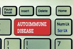 Testo della scrittura che scrive malattia autoimmune Anticorpi insoliti di significato di concetto che mirano ai loro propri tess immagini stock libere da diritti