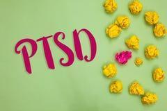 Testo della scrittura che scrive Ptsd Concetto che significa l'oggetto di carta l di sforzo di disordine di malattia mentale di t immagine stock libera da diritti