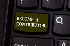 Testo della scrittura trasformato in in un contributore Il significato di concetto partecipa sul donare la chiave di tastiera di  fotografia stock libera da diritti