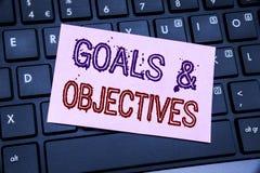 Testo di annuncio della scrittura che mostra gli obiettivi di scopi Concetto di affari per visione di successo di piano scritta s Fotografie Stock