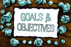 Testo di annuncio della scrittura che mostra gli obiettivi di scopi Il concetto di affari per la visione di successo di piano scr Fotografia Stock