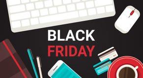 Testo di Black Friday sullo scrittorio del posto di lavoro con progettazione di cui sopra del manifesto di sconto di festa del fo Immagini Stock