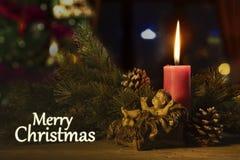 Testo di Buon Natale con una statua di Gesù del bambino immagini stock