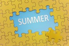 Testo di estate sul puzzle giallo Fotografie Stock Libere da Diritti