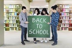 Testo di manifestazione degli studenti di nuovo alla scuola Fotografie Stock Libere da Diritti