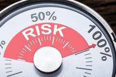 Testo di rischio sul calibro del tester fotografie stock