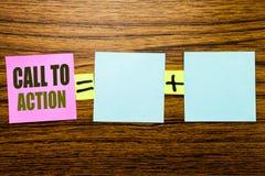 Testo di scrittura che mostra chiamata all'azione Concetto di affari per lo scopo dinamico di successo scritto su carta per appun fotografia stock