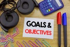 Testo di scrittura che mostra gli obiettivi di scopi Concetto di affari per visione di successo di piano scritta su carta per app Immagine Stock
