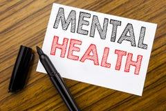Testo di scrittura che mostra la salute mentale Concetto di affari per disordine di malattia di ansia scritto su carta per appunt fotografie stock libere da diritti