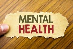 Testo di scrittura che mostra la salute mentale Concetto di affari per disordine di malattia di ansia scritto su carta per appunt fotografia stock