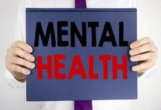 Testo di scrittura che mostra la salute mentale Concetto di affari per disordine di malattia di ansia scritto sulla tenuta della  immagine stock libera da diritti