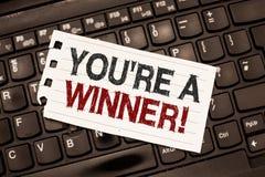 Testo di scrittura di parola con riferimento a siete un vincitore Concetto di affari per la conquista come il primo posto o il ca immagini stock