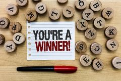 Testo di scrittura di parola con riferimento a siete un vincitore Concetto di affari per la conquista come il primo posto o il ca immagine stock libera da diritti