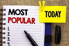 Testo di scrittura di parola più popolare Concetto di affari per il prodotto del bestseller superiore di valutazione o l'artista  immagini stock libere da diritti